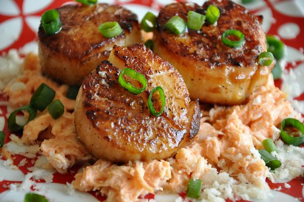 seared sea scallops green onion sriracha crab salad restaurant recreation