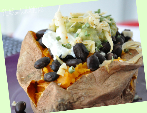 Looooooove me some savory stuffed sweet potatoes. Here's a run down on this sassy stuffed spuds with some of my favorite combos.