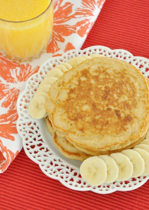 Whole Wheat Oatmeal Pancakes with Bananas