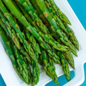 Easy Blanched Asparagus with Cayenne, Lemon, and Garlic :: our favorite recipe for easy peasy asparagus that's tender and delicious!