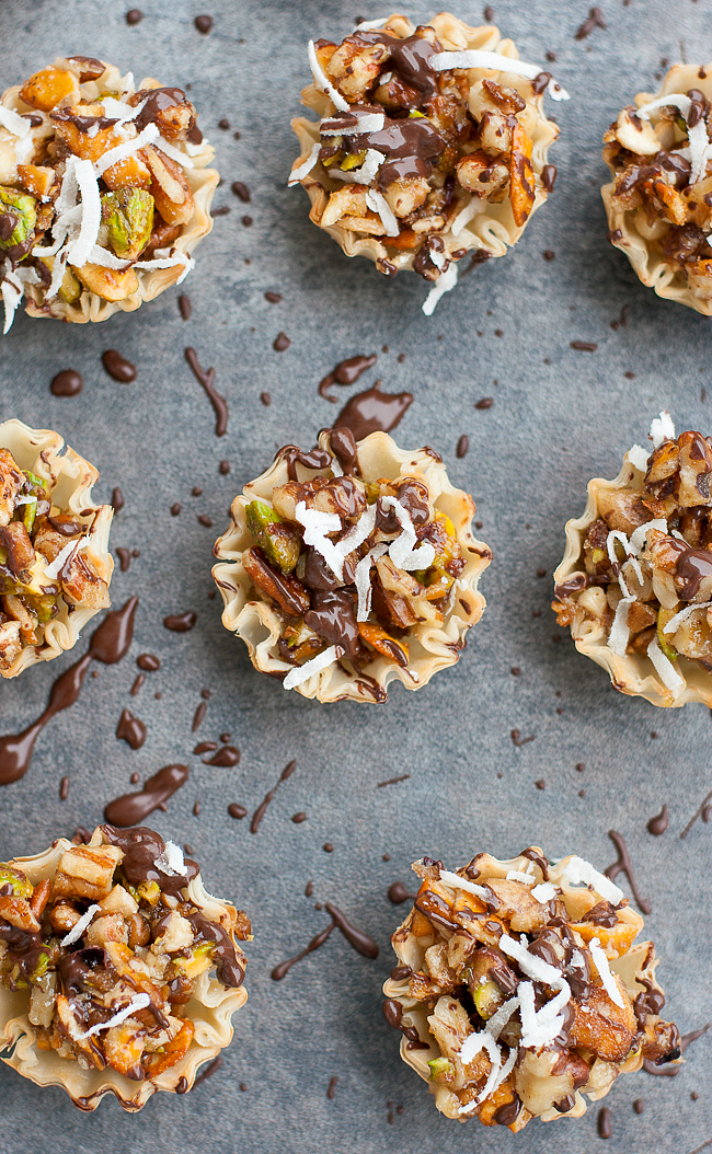 Chocolate Coconut No-Bake Baklava Bites :: everyone always loves this easy no-bake appetizer! They're the perfect way to satisfy your sweet tooth without going overboard this Thanksgiving