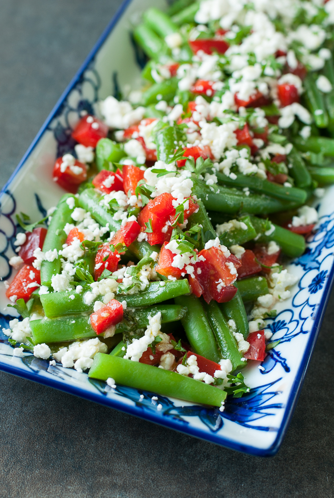 Greek Green Bean Salad :: This gorgeous salad is fresh, flavorful, and ridiculously easy to make! As a tasty bonus, it's ready in just 15 minutes! Score!