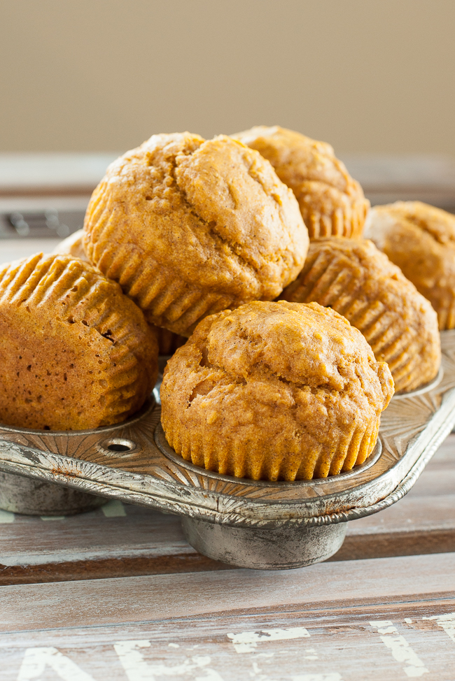 Kid-Friendly Pumkpin Muffins :: my toddler loves these naturally sweet muffins!