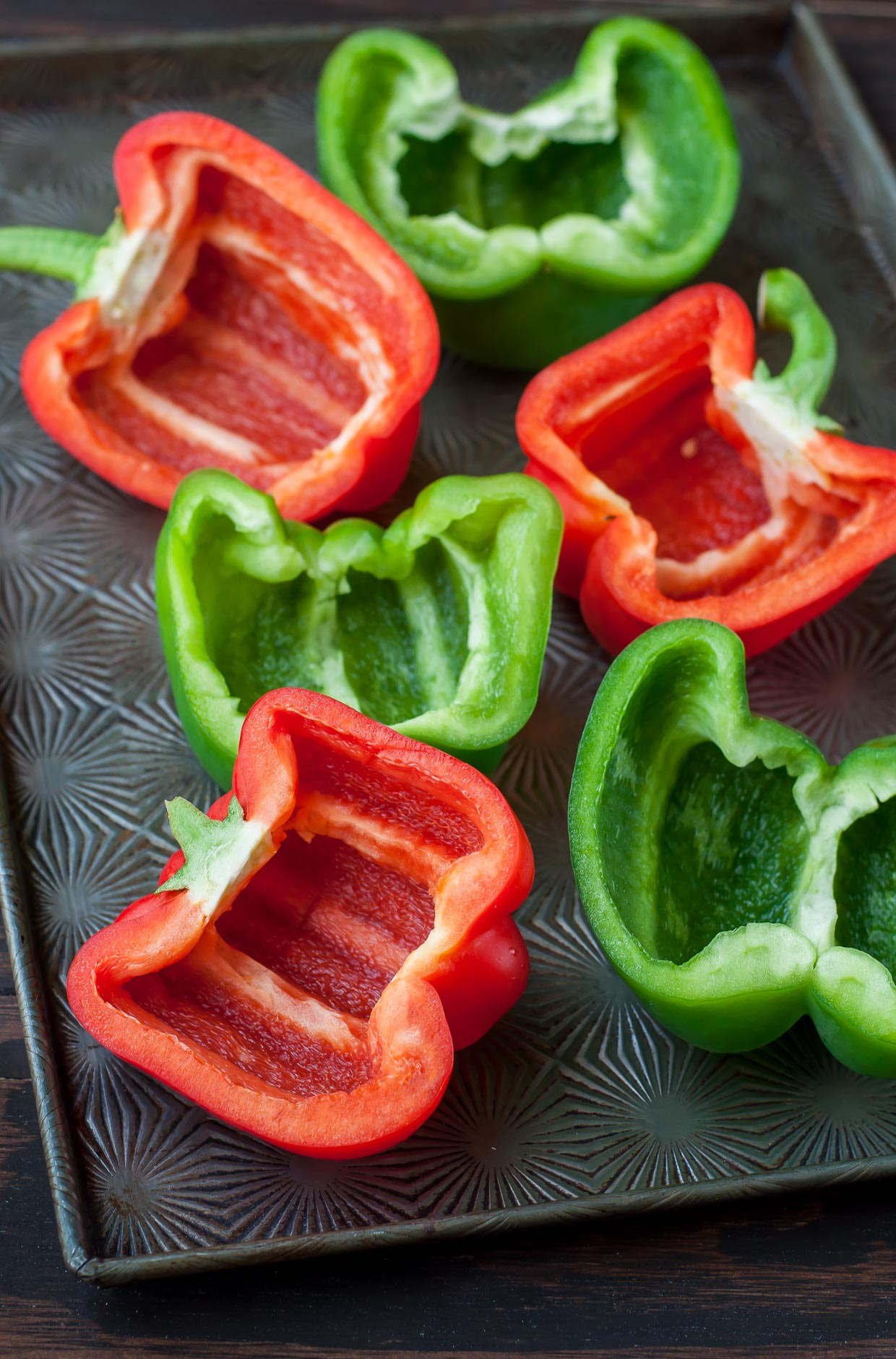 Hawaiian Bell Pepper Pizzas: ditch the crust and grab a bell pepper!