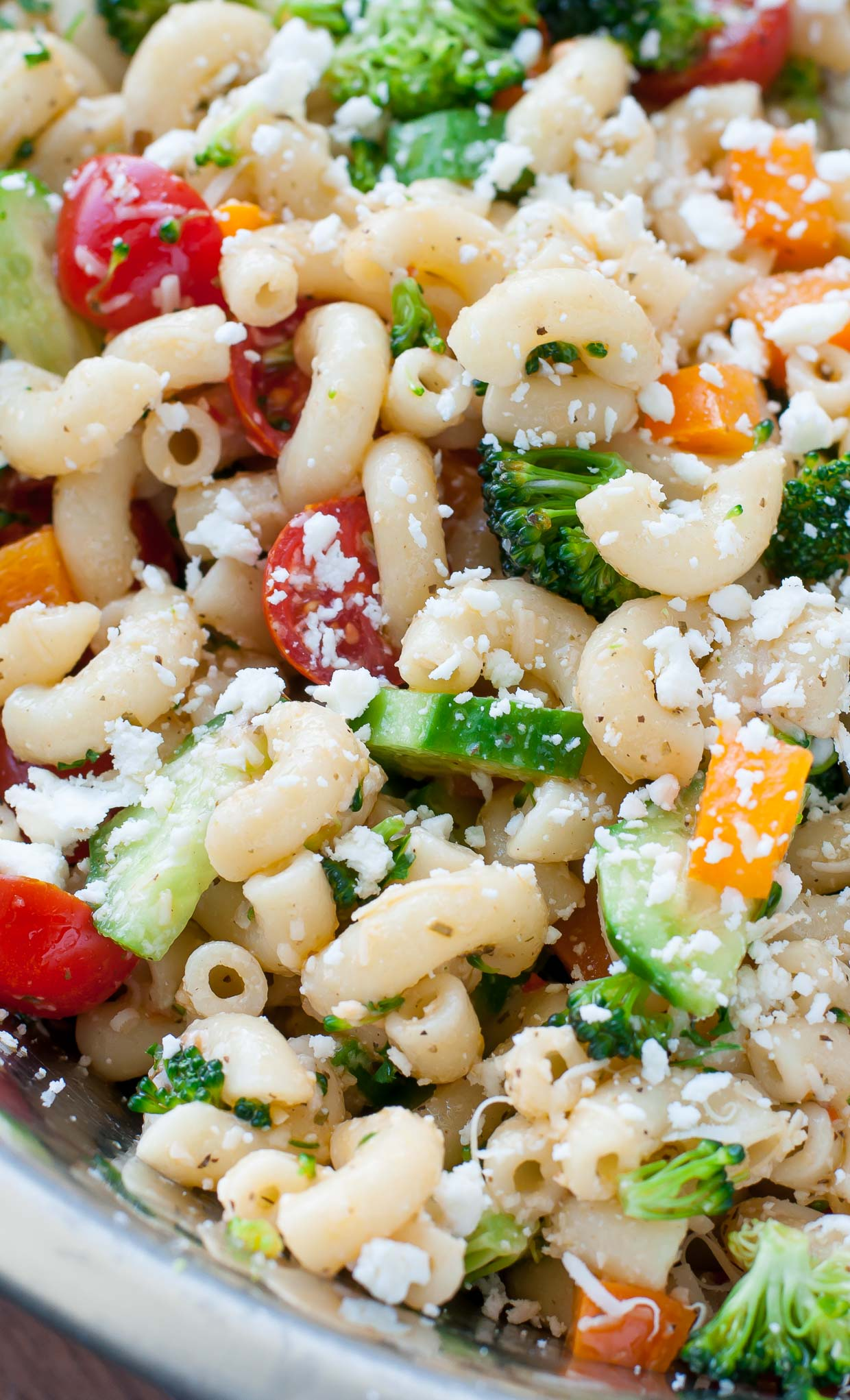 Classic Italian Veggie Pasta Salad :: Can be made the day before... perfect for summer BBQs!