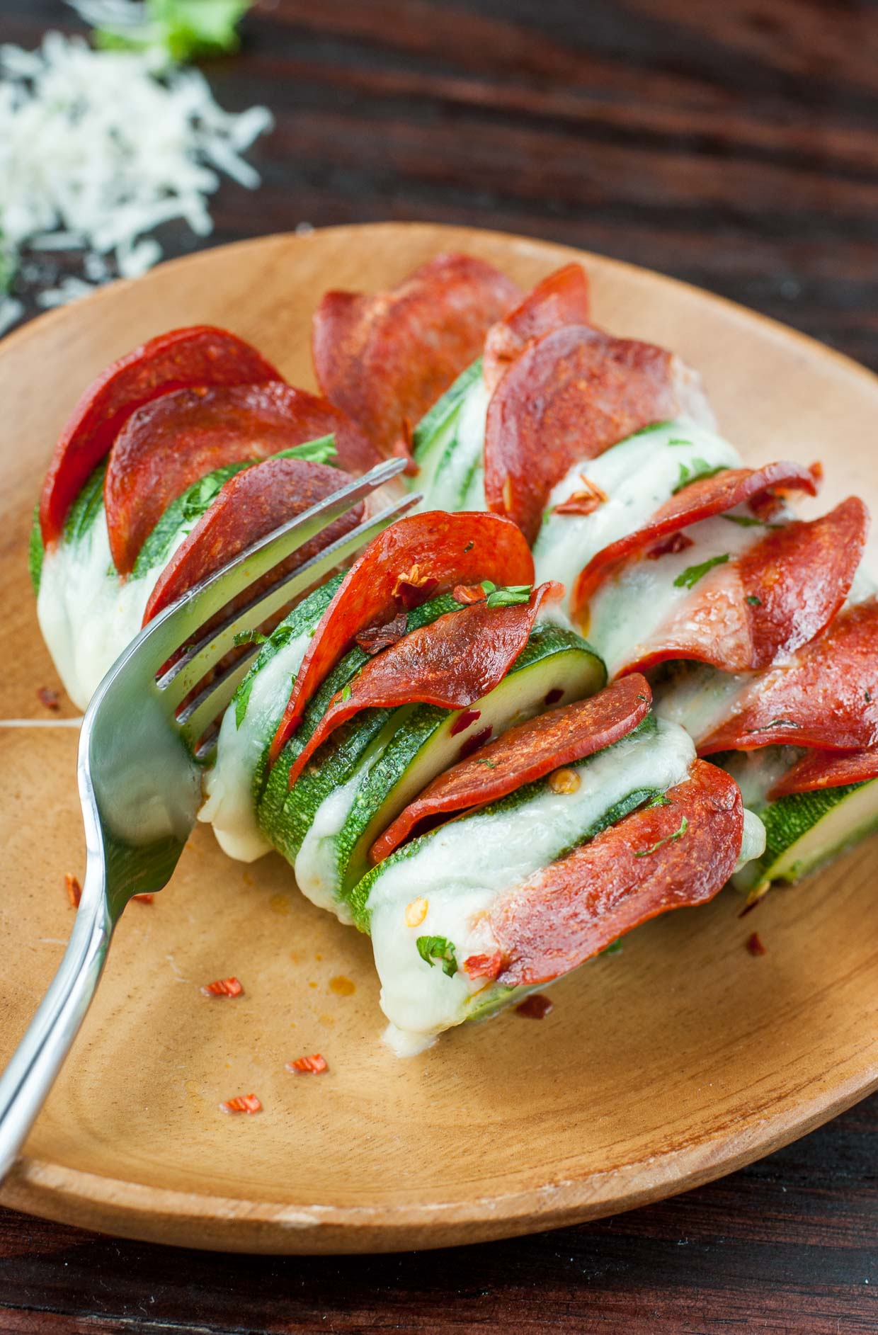 cheesy hasselback zucchini pizzas peas and crayons. Black Bedroom Furniture Sets. Home Design Ideas