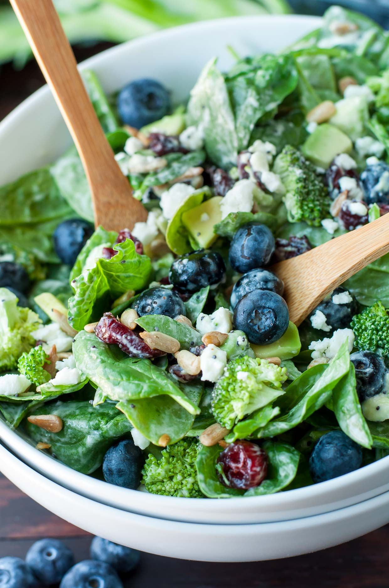 20 Easy Healthy Salad Recipes :: Blueberry Broccoli Spinach Salad with Poppyseed Ranch