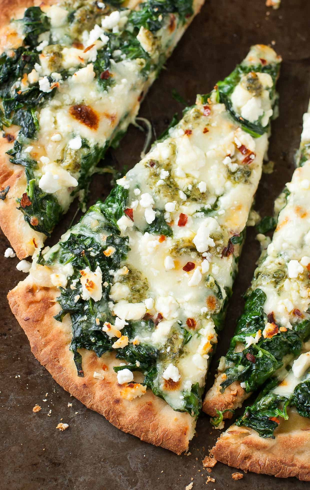 Put on your pizza pants and get your pizza fix with these 8 Easy Pizza Recipes! Gluten-Free, Vegetarian, and Low-Carb options available too! Hellooooo pizza night! :: Three Cheese Pesto Spinach Flatbread Pizza