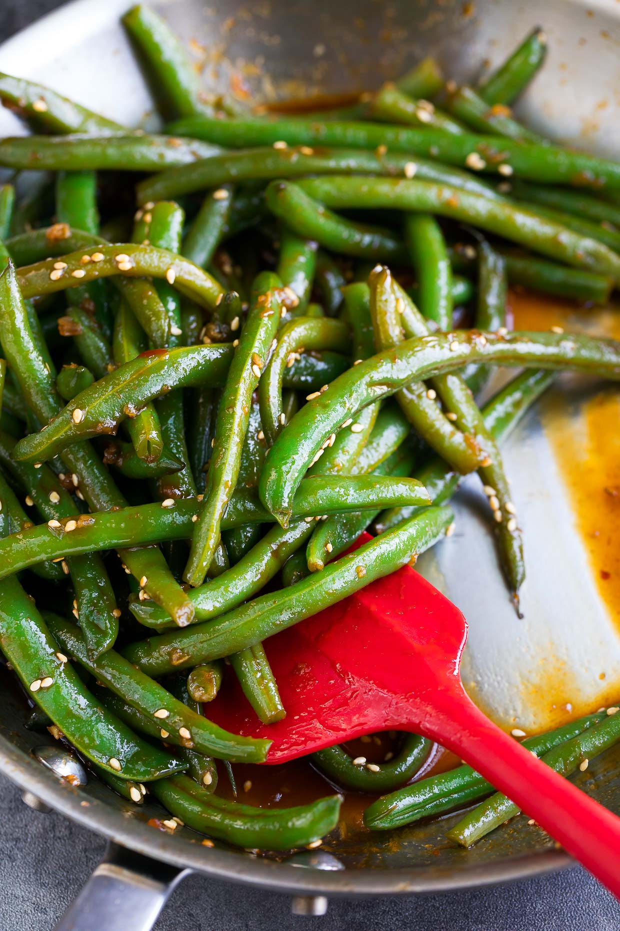 One Pan Spicy Sriracha Green Beans