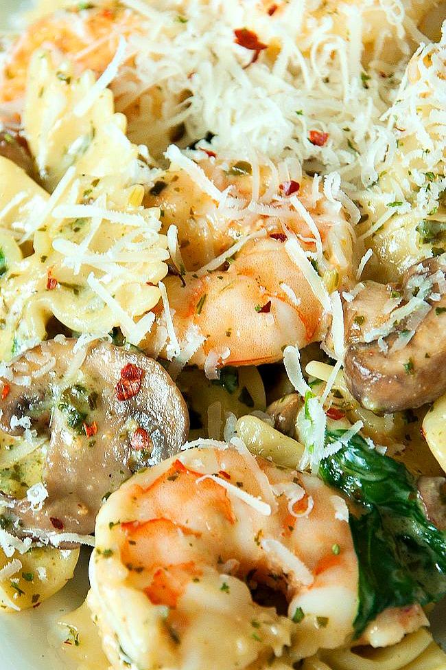 Shrimp Pesto Pasta with Mushrooms and Spinach