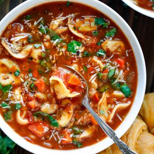 Italian Tomato and Spinach Tortellini Soup